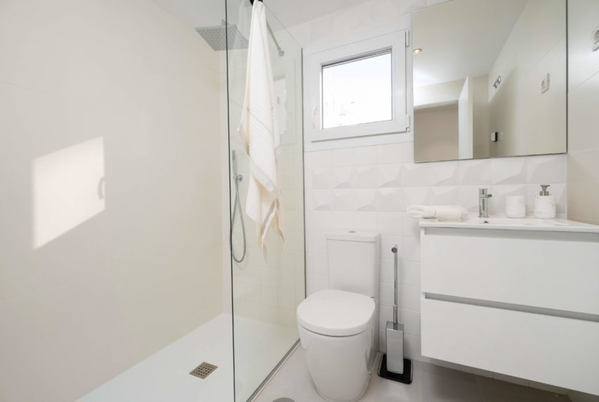 B12_PANORAMA_MAR_bathroom_Jan2019